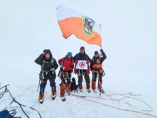 Знамя Мира на вершине горы Хутэн, Монголия